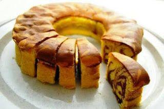 Resep Kue Cake Enak: Marmer Cake Jadul Pak Sahak Bahan : 10 butir telur, 250 gr gula pasir, 2 sdt emulsifier, 2 sdt vanilla, 300 gr tepung terigu serbaguna, 30 gr maizena, 30 gr susu bubuk, 200 gr margarin (aku mix butter + margarin), lelehkan, 100 gr minyak sayur, 2-4 sdt pasta coklat atau pasta black forest  Cara Membuat : 1. Panaskan oven 180'C. 2. Siapkan loyang tulban 20 cm, dst