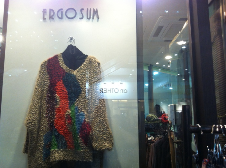 2012 F/W jessica's proposal Exit7:    crew neck pullover overloose boxy  sleeve with a long polssini , orange color as well.