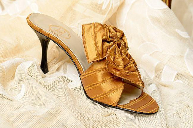 """""""Un Réveil à Venise"""" in Rubelli gold stripes http://store.leschaussonsdelabelle.com"""