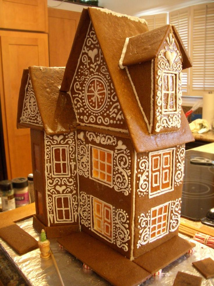 Gingerbread Piping. I have no intention of doing this myself, I just think it's pretty :)