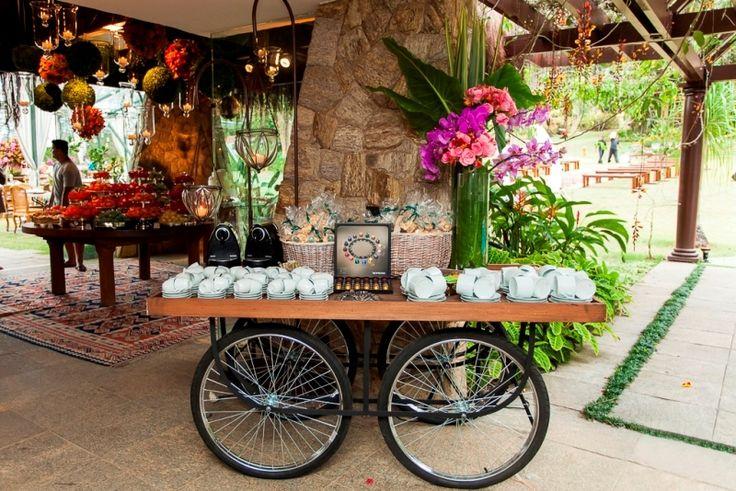 Mesa sobre rodas de bicicleta - Decoração de Anna Carolina Werneck