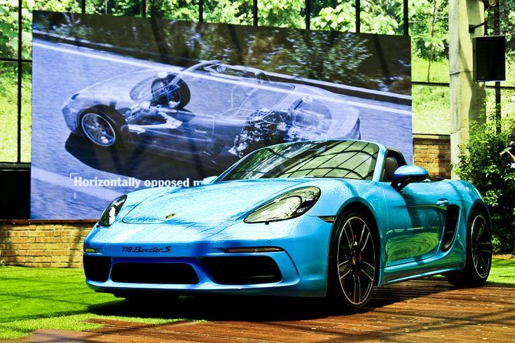 Porsche 718 Boxster with sexy blue!
