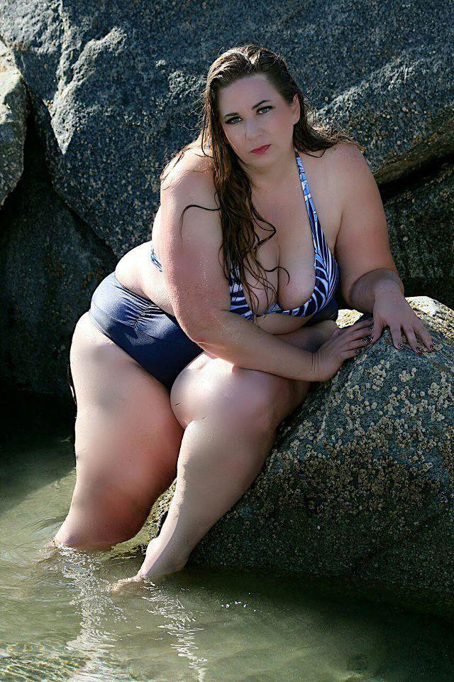 Chubby chicks in bikinis