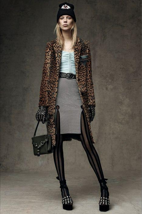 Alexander Wang womenswear Pre-Fall 2016-2017 collection  http://modainpasserella.blogspot.it/2016/01/0204-alexander-wang-collezione-donna.html #AlexanderWang #womenswear #fashion #PreFall2016