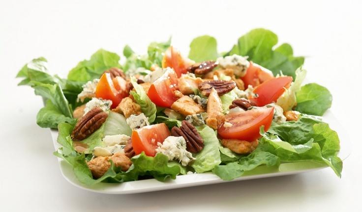 Lämmin broileri-sinihomejuustosalaatti | K-ruoka