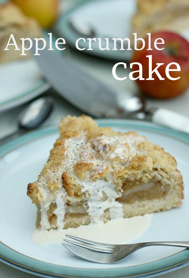 German Krummeltorte - an apple crumble / apple cake / apple pie hybrid! And it's REALLY easy to make!