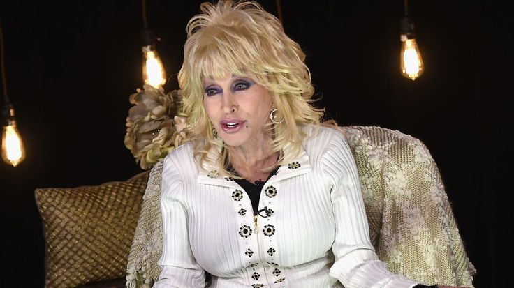Dolly Parton's biggest tour in 25 years in 2016, all of her greatest hits sung simply, 60 cities