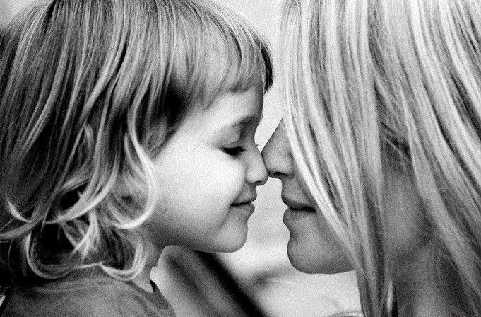 Anya vagyok. Hordoztam gyereket a szívem alatt. Aludtam úgy, hogy kisbaba feküdt a mellkasomon.... - MindenegybenBlog