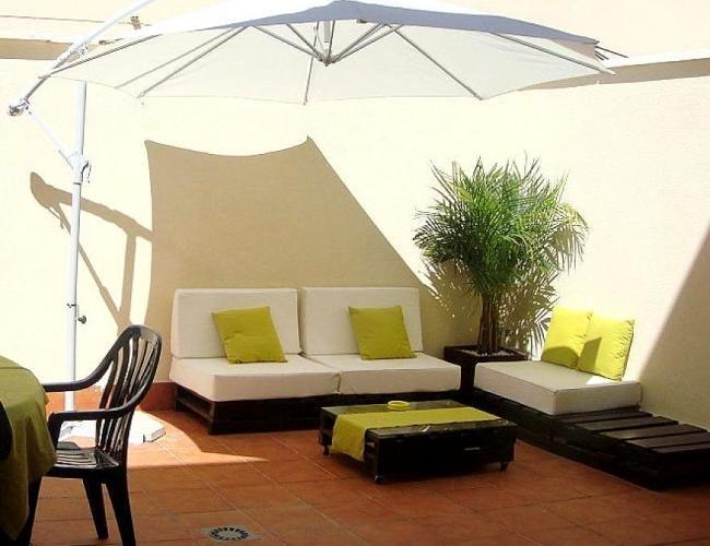 palettenmöbel selber bauen dachterrasse sonnenschirm sofa