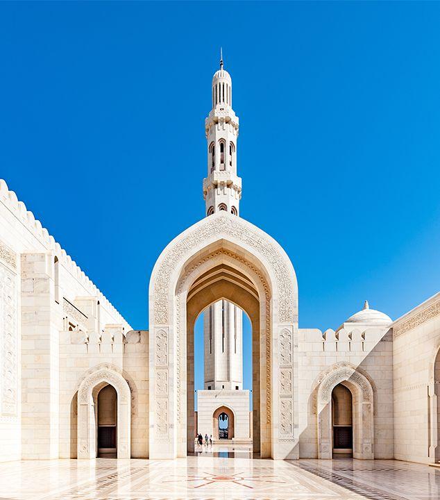 Grande Moschea del Sultano Qaboos, la terza più grande moschea del mondo ed il luogo di culto più imponente dell'Oman.