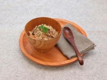 干し椎茸、えのき茸、にんじん、ごぼう、鶏挽き肉で作る五目おこわは栄養たっぷりで腹持ちも良いので、たくさん作って翌日のお弁当にしても◎