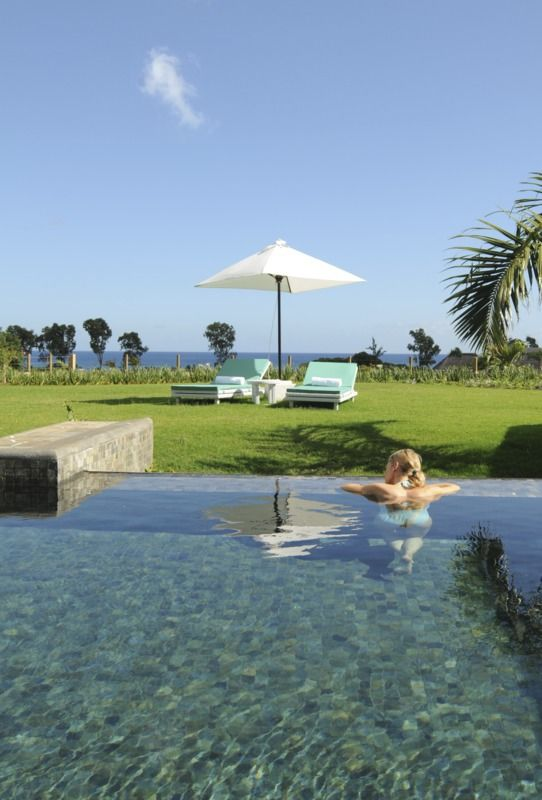 Blue water, light green grass, blue sky, incredible view: Club Med Albion Villas!