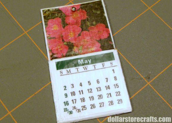 Make a miniature dollhouse calendar
