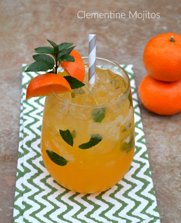 Clementine Mojitos: This Clementine Mojito Recipe is a lovely cocktail for the winter holidays. So delicious and refreshing!