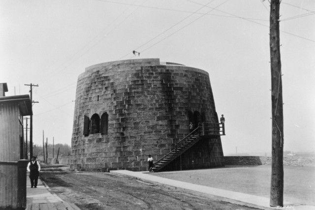 La tour Martello 4 en 1929 sur le boul. Langelier, probablement. Il y a une Tour Martello sur les Plaines.