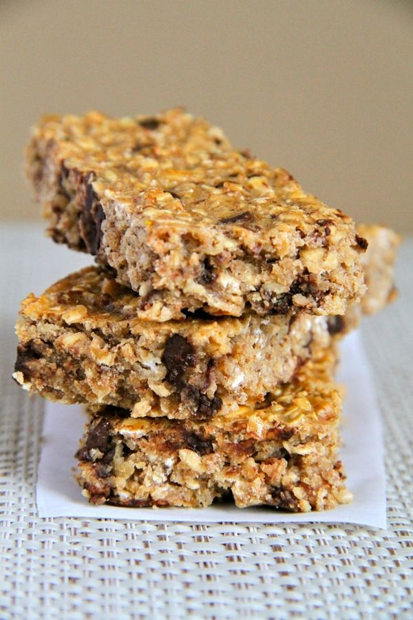 Soft and Chewy Protein Granola Bars -- easy, healthy, homemade granola bars that the whole family will love! Naturally gluten-free and easily made vegan    runningwithspoons.com