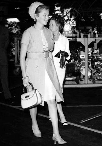 1964   La future reine de Belgique Paola de Liège est photographiée portant  le sac Bamboo. 9017c6331e2