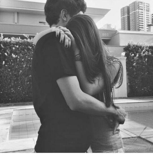 Resultado de imagen para pareja tumblr abrazados