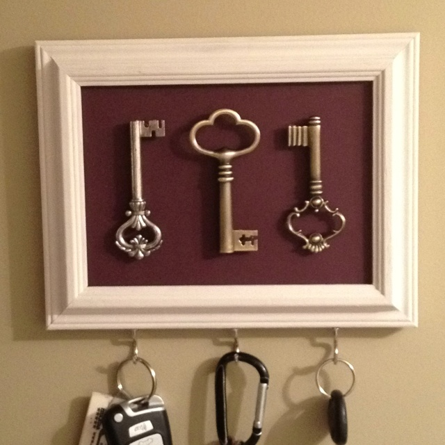 DIY key holder. This is seriously so fabulous
