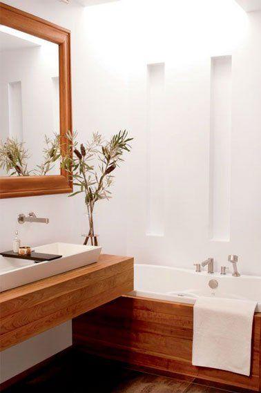 Une petite salle de bain déco blanche et bois