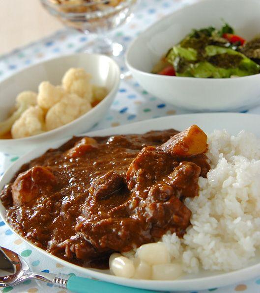 「ゴロゴロビーフカレー」の献立・レシピ - 【E・レシピ】料理のプロが作る簡単レシピ/2013.03.21公開の献立です。