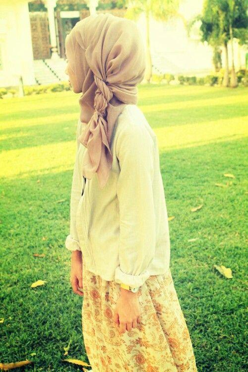Woah. She has a beautiful braid in her hijab . #fashion #hijab