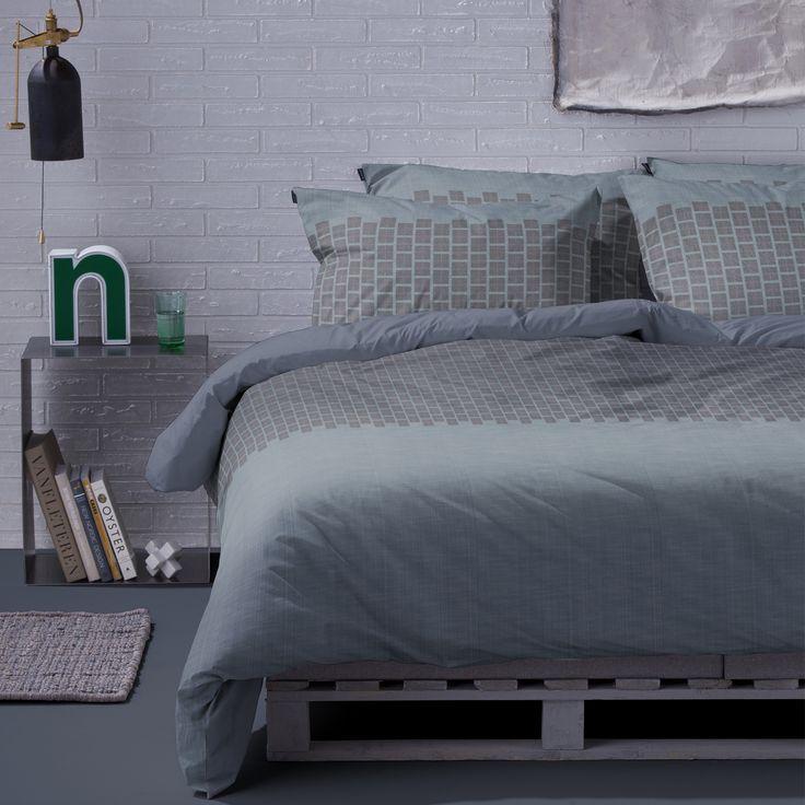 Het Damai dekbedovertrek Benedetto is stoer en toch elegant door de verfijnde structuur dat is verwerkt in het dessin. Deze structuur doet denken aan het klassieke en chique tweed, wat staat voor luxe, status en kwaliteit. Benedetto is verkrijgbaar in natuurlijk forestgroen en stoer denim. #damai #dekbedovertrek #slaapkamer #bedroom