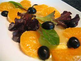 Ensalada de bacalao con naranja y aceitunas negras Carbonell. ¡Te encantará! ;)