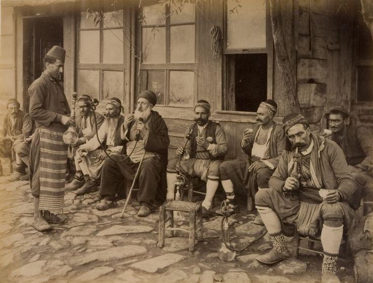 İstanbul'da bir kahvehane önü, Suna ve İnan Kıraç Vakfı Fotoğraf Koleksiyonu   Coffeehouse in İstanbul, Suna and İnan Kıraç Foundation Photograph Collection