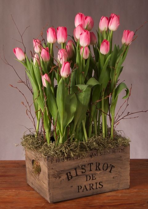 Transform an old wooden crate into an eye catching centrepiece with the simple addition of tulips, twigs and moss.  This would also look great planted with any spring flowers, such as daffodils, narcissi, ranunculi or anemone.