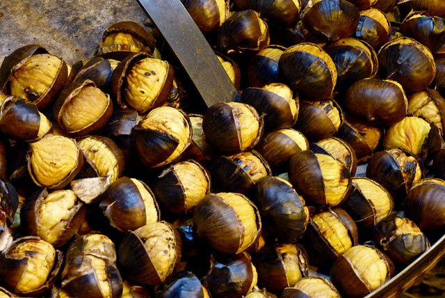 Image from http://saporiericette.blogosfere.it/galleria/2012/09/caldarroste-al-forno-ecco-come-prepararle.html/1