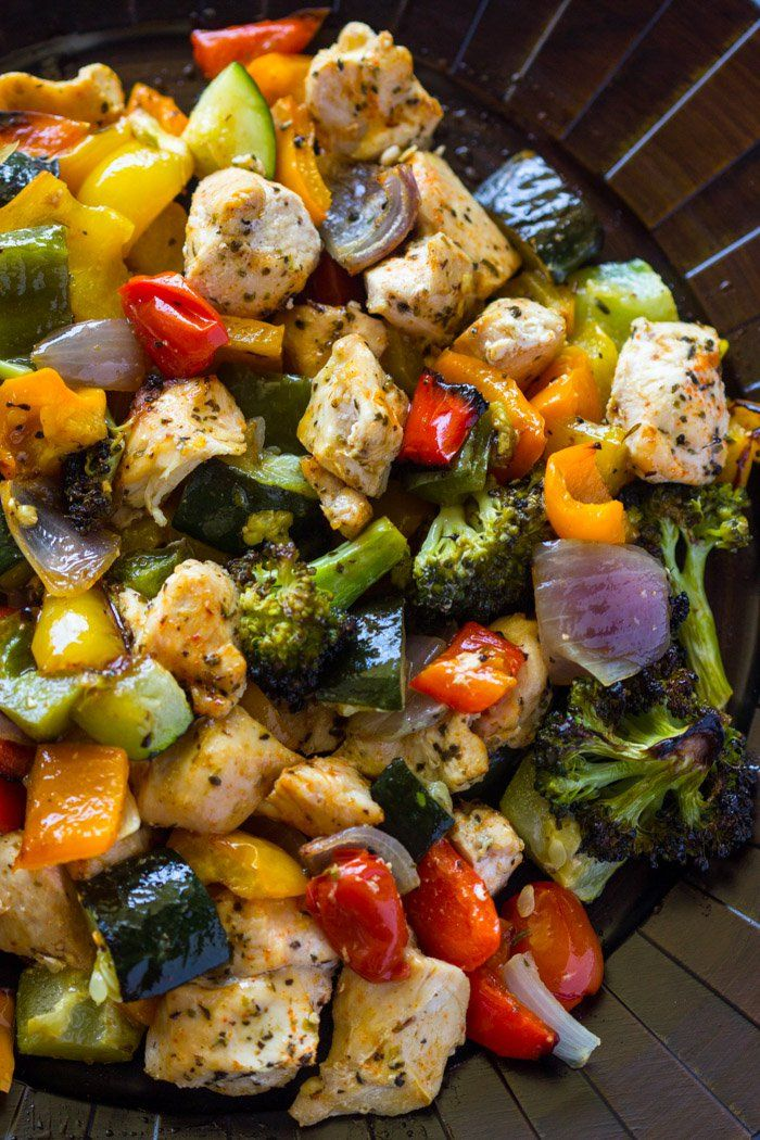 15 Minute Healthy Roasted Chicken and Veggies (One Pan) by gimmedelicious: Healthy and flavorful. Oven roasted chicken breasts and rainbow veggies are tender & juicy and ready in 15 minutes. #Chicken #Veggies #Healthy #Quick #Easy
