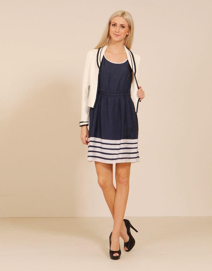 Kör sjömansstil i vår med en snygg klänning från Ruth & Cirkel