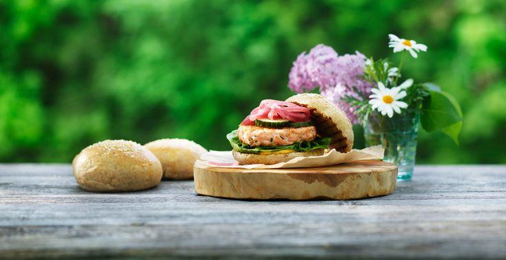 Lage lakseburger med hjemmelaget brød? På våre sider finner du massevis av inspirerende oppskrifter for enhver anledning.