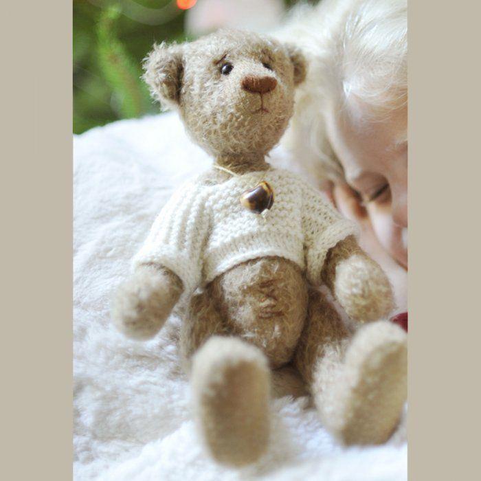 Explications de l'ours Basile, en peluche articulée.                                                                                                                                                      Plus