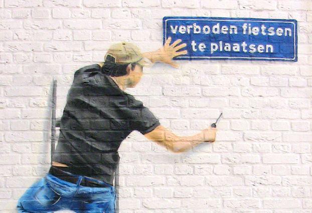 Man op ladder - Werkwijze: Graffiti - Opdracht: Particulier op de Hoogstraat in Eindhoven - Artiest: Kaspar van Leek & Niels van Swaemen  - Jaar: 2009