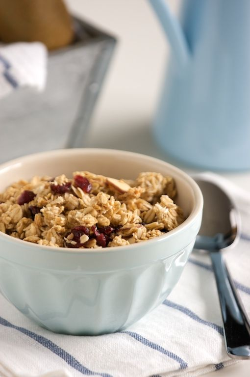 Next idea for breakfast: homemade granola: Almonds Cranberries, Delicious Granola, Almonds Oatmeal, Easy Almonds, Cranberries Almonds, Cranberries Granola, Almonds Extract, Granola Recipe, Almonds Granola