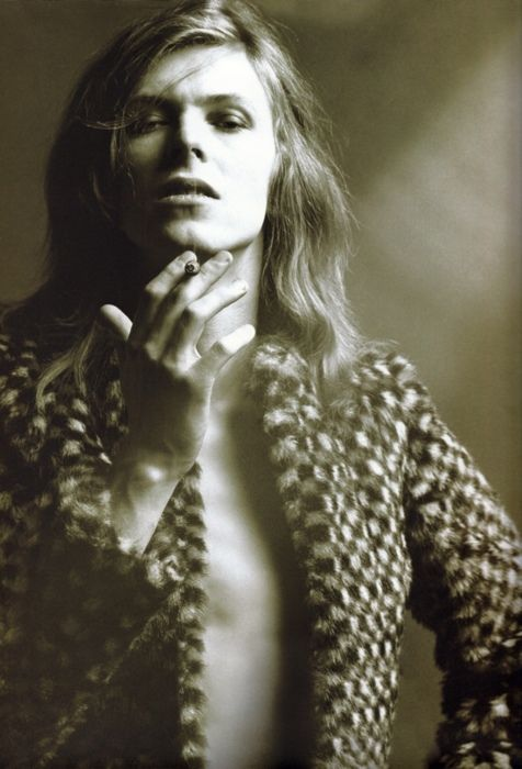 David Bowie with long hair~☆ *(if someone knows if this is a wig or not, feel free to post in the comments!)*