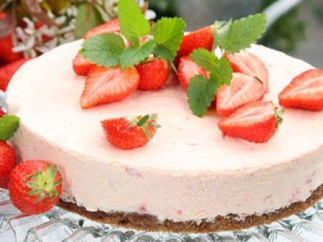 Jordgubbscheesecake på kladdkaksbotten Receptbild - Allt om Mat
