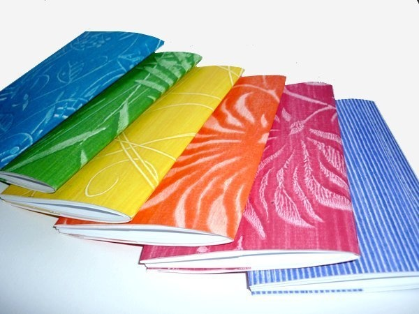 Farbenfrohe Notizhefte bringen Leben in ihre Tasche.    Ob es um schnelle Notizen, ausführliche to-do-Listen, wichtige Termine, Namen, Adressen, Daten