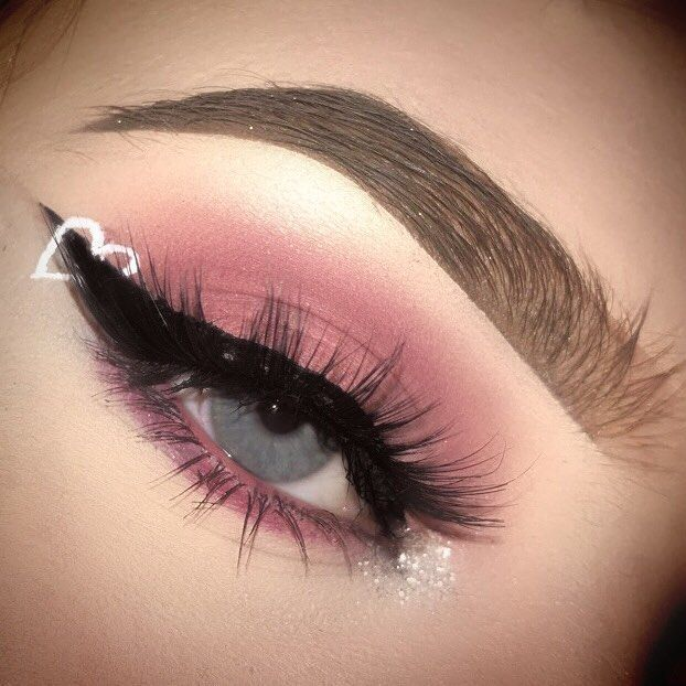VALENTINES DAY LOOK ONE That glitter in my brows tho… BROWS: Anastasia Beverly…