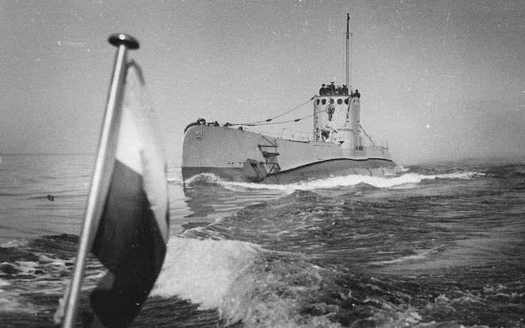"""ORP """"Sęp"""", okręt podwodny PMW. W służbie od 16 kwietnia 1939 do 2 września 1969. Wyporność 1100-1473 tony. Załoga 60 oficerów i marynarzy."""