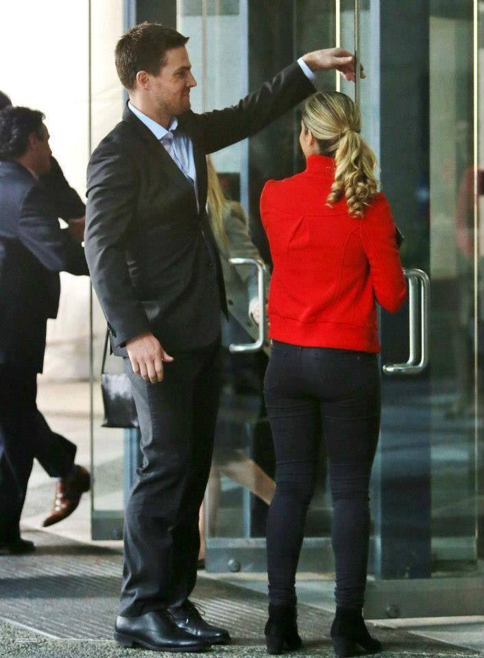 Oliver & Felicity #Arrow | emily rickards butt phots | Pinterest | Arrows