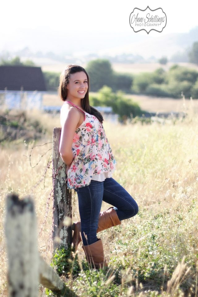 Anne Schillings Photography Senior Portrait Photographer Sonoma county santa rosa windsor Healdsburg Rohnert park geyserville girl beauty boots field outdoor high school