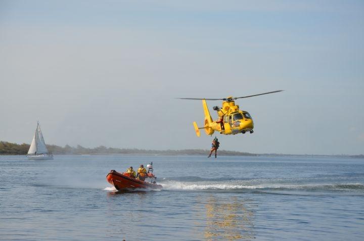 NHV helikopter en de Griend in actie tijdens RBD2013, door: Leon Stikkers