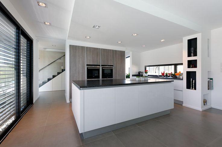 open keuken met vrijstaande kolomkast