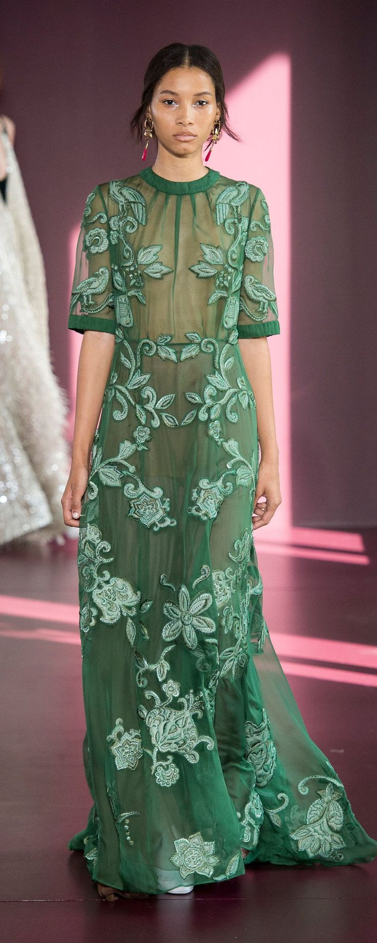 Valentino Fall-winter 2017-2018 - Couture - http://www.orientpalms.com/Valentino-6846 - ©ImaxTree