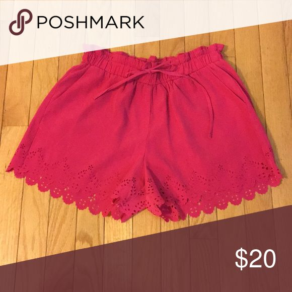 Eyelet Hot pink shorts with scalloped edges Tropical shorts in new condition BB Dakota Shorts