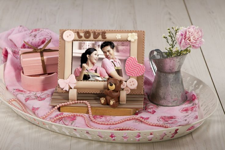 Capture your sweetest moment and keep it inside the sweet Chocolate Love Frame... its 100% From Chocolate, keep it Cool yaw :D