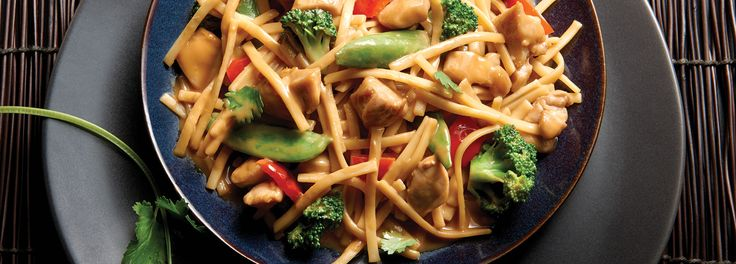 No Yolks® - Kluski Noodles with Asian Vegetables and Chicken in Spicy Peanut Sauce #Pasta #Chicken #Asian